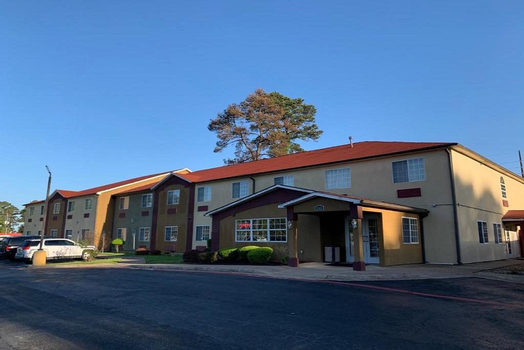 HomeTown Inn & Suites - Exterior-1