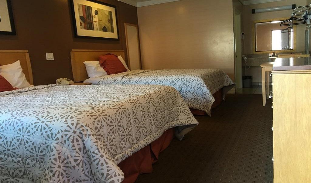 La Casa Inn - Double Beds