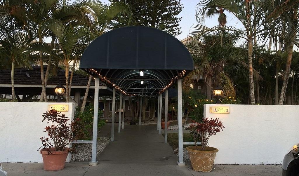 Lantern Inn & Suites - Exterior-2