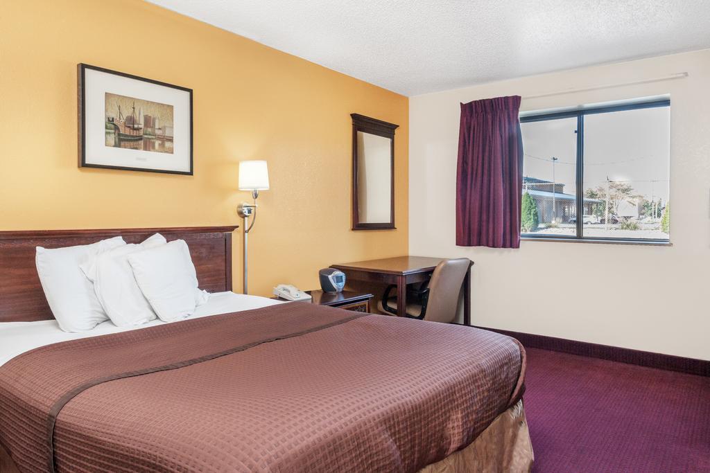 Magnuson Hotel Fort Wayne North - Single Bed Room