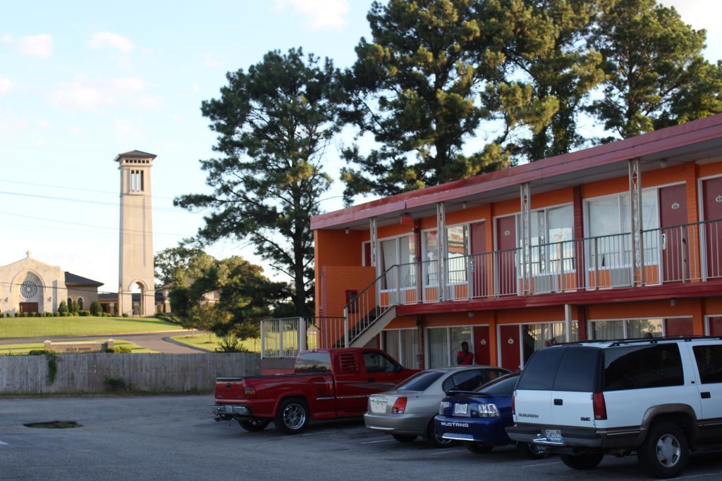 Masters Inn Tuscaloosa - Exterior-3