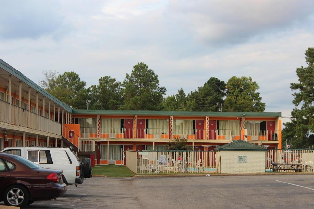 Masters Inn Tuscaloosa - Exterior-2