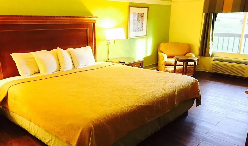 Hotel M & Conference Center - Single Bed