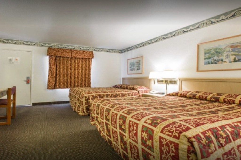 Monterey Fairgrounds Inn - Double Beds Room