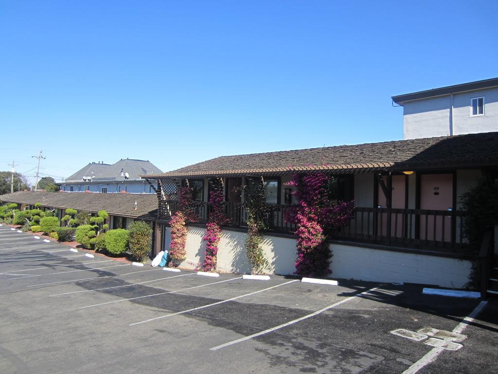 Monterey Fairgrounds Inn - Exterior-3