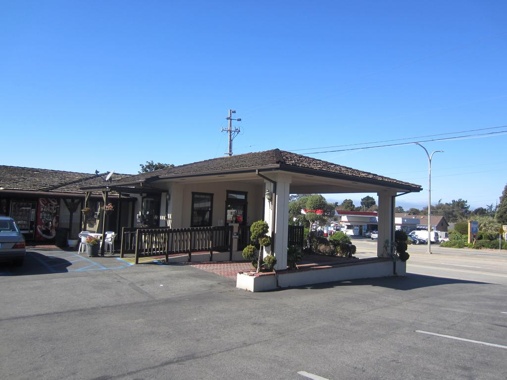 Monterey Fairgrounds Inn - Exterior-1