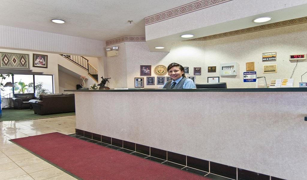 Navajoland Inn & Suites - Lobby