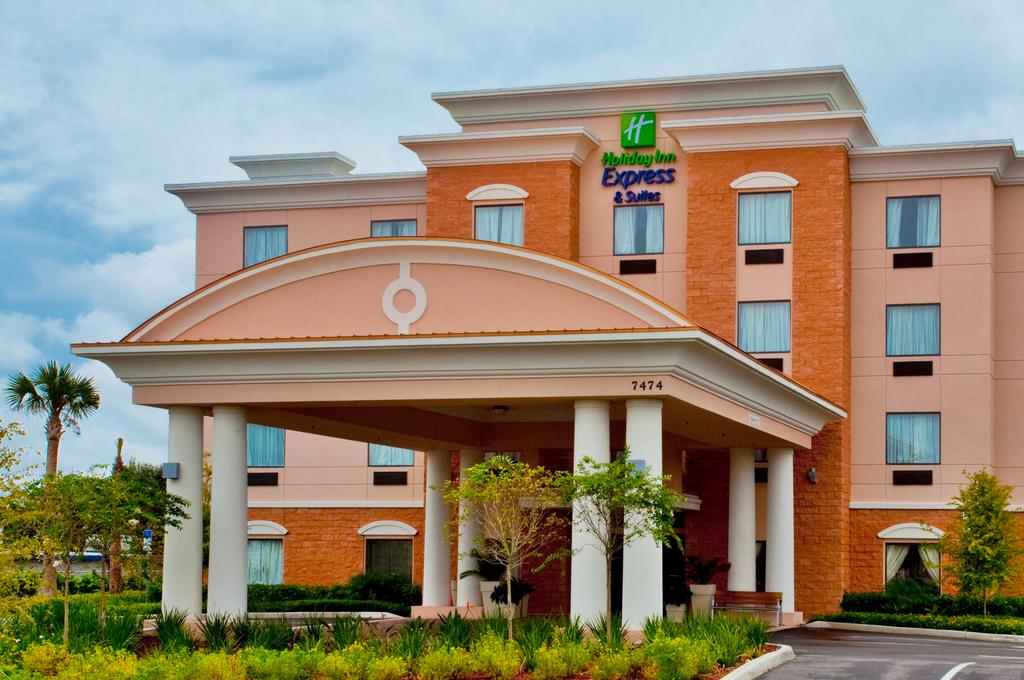 Holiday Inn Express & Suites - Exterior