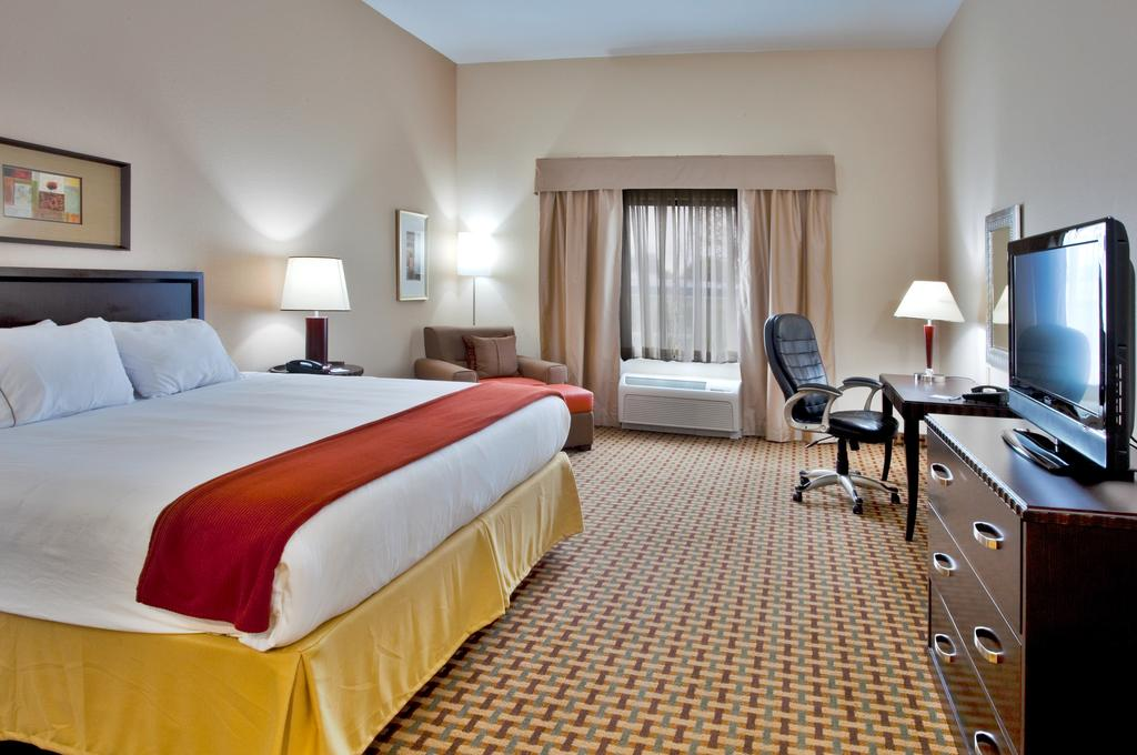 Holiday Inn Express & Suites - Single Bed