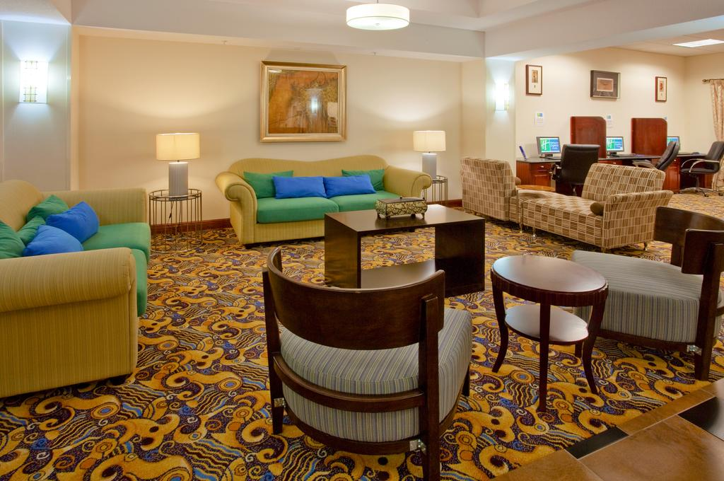 Holiday Inn Express & Suites - Lobby Lounge