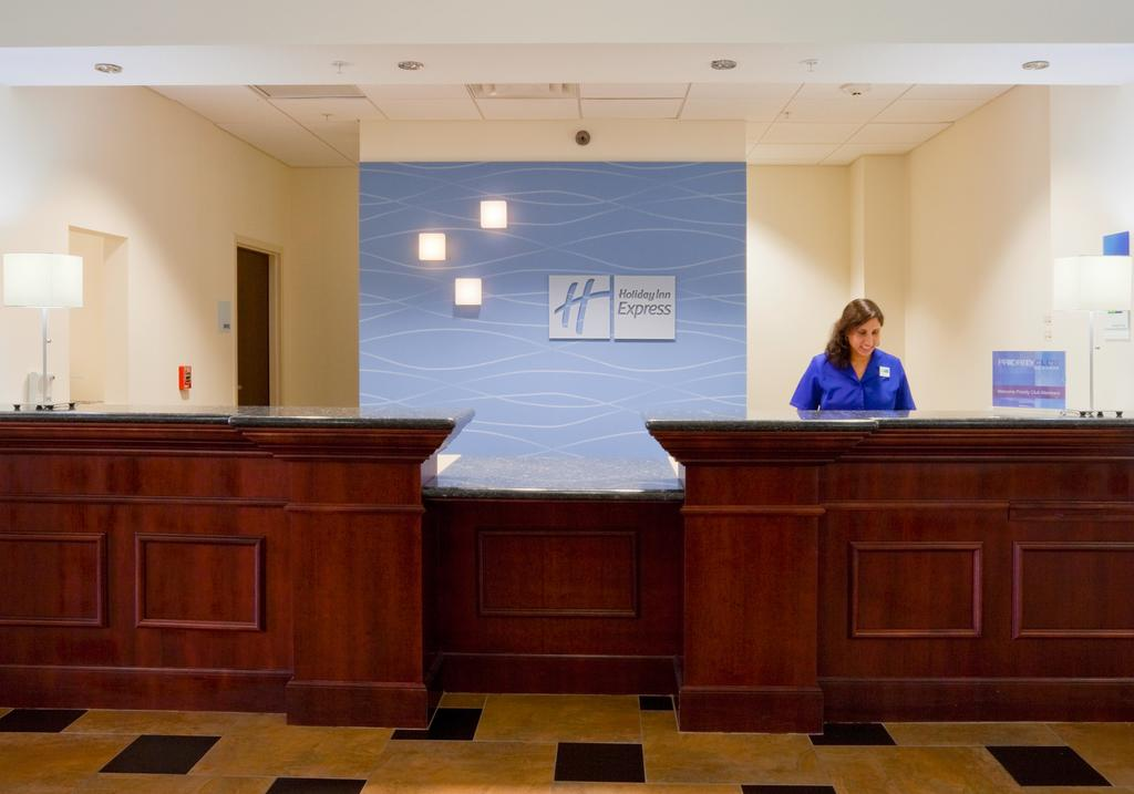 Holiday Inn Express & Suites - Reception