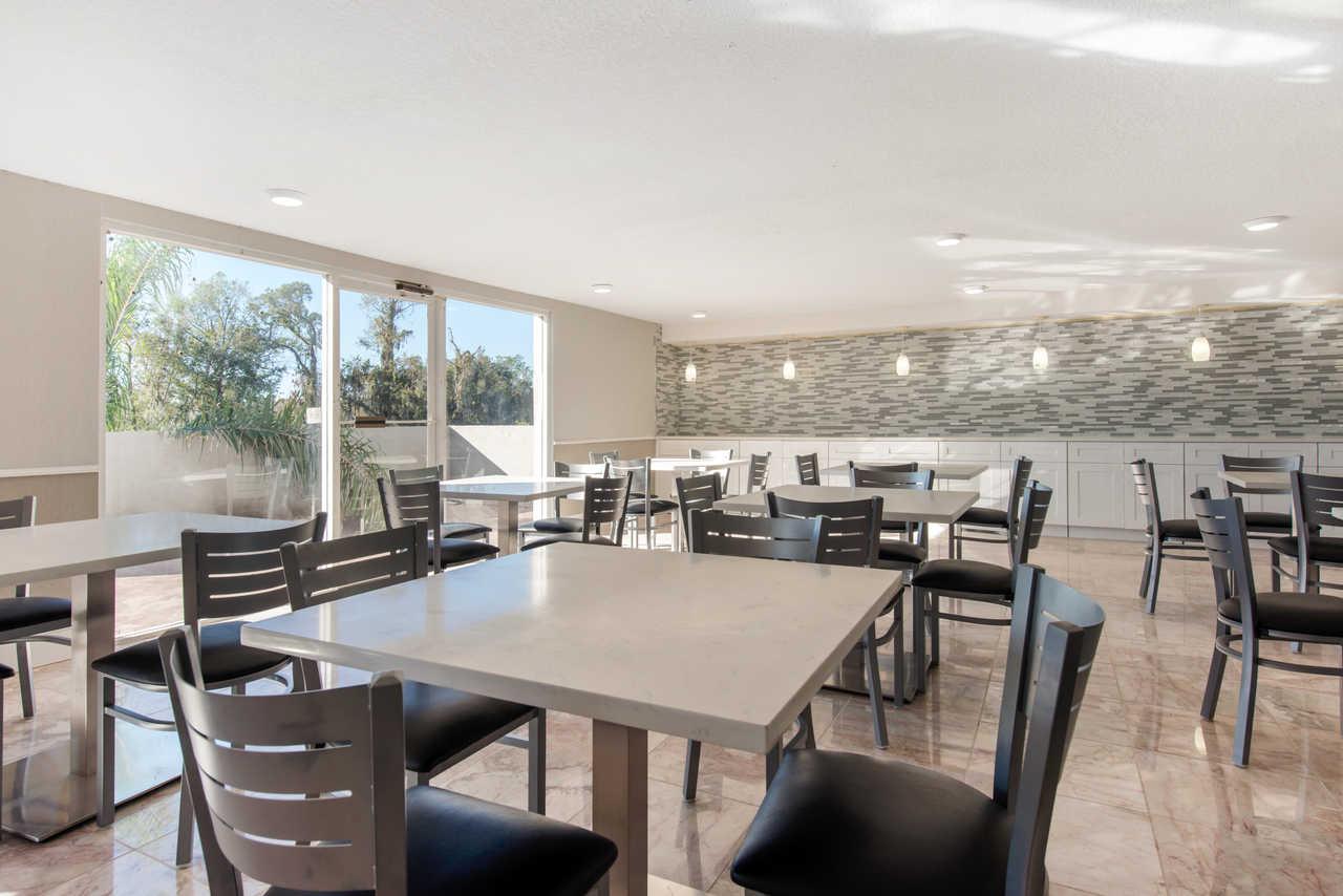 Palazzo Lakeside Hotel Kissimmee - Breakfast Area