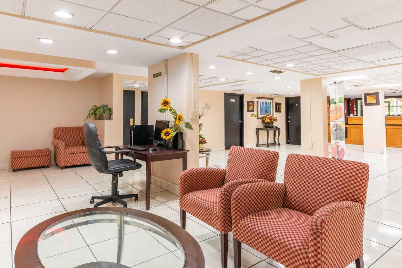 Quality Inn Orlando Airport - Lobby