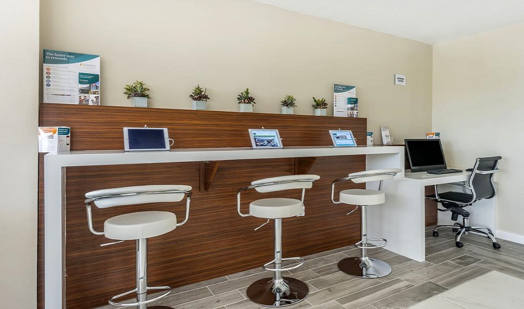Quality Inn & Suites Kissimmee by The Lake - Business Center