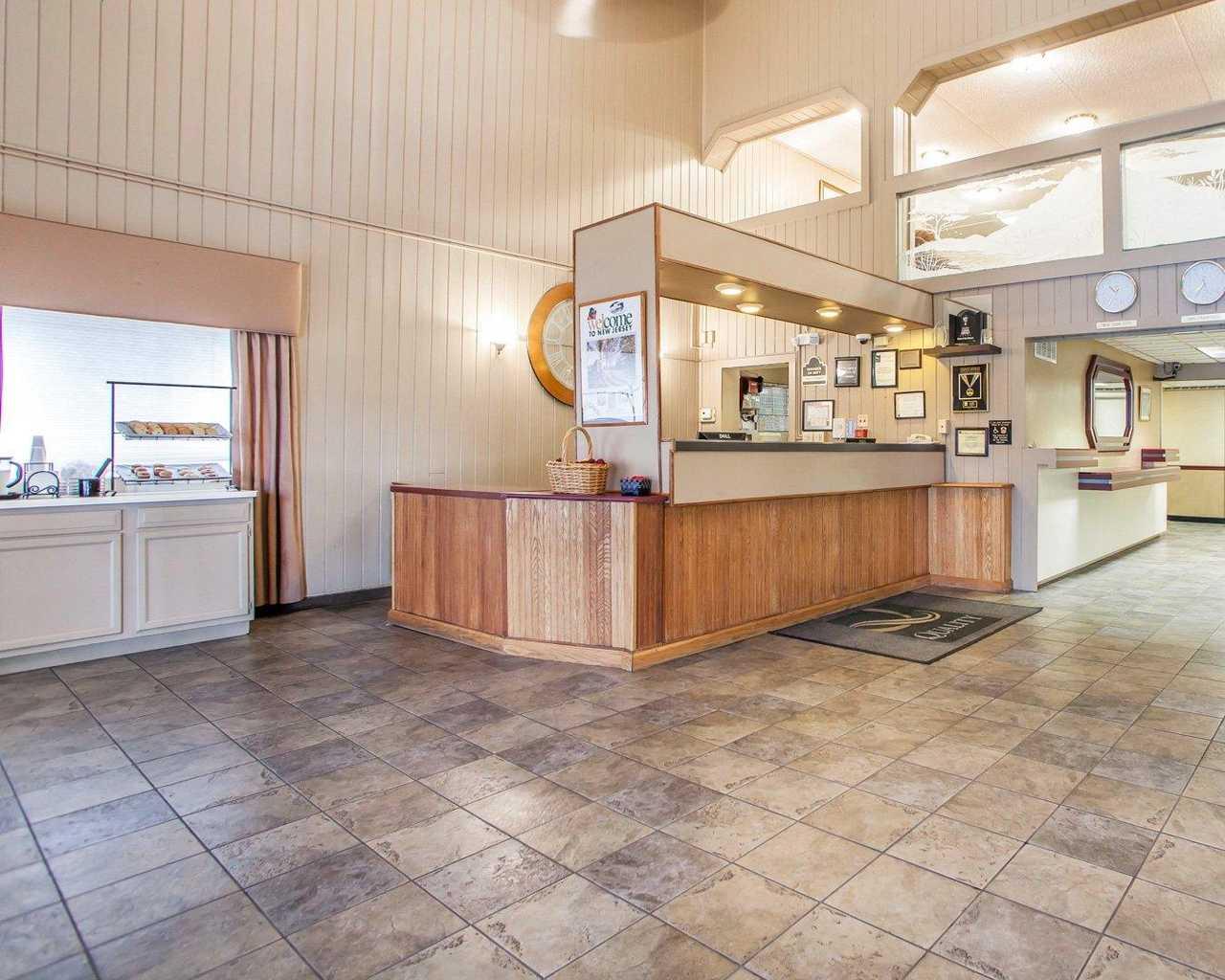 Quality Inn McGuire AFB - Lobby