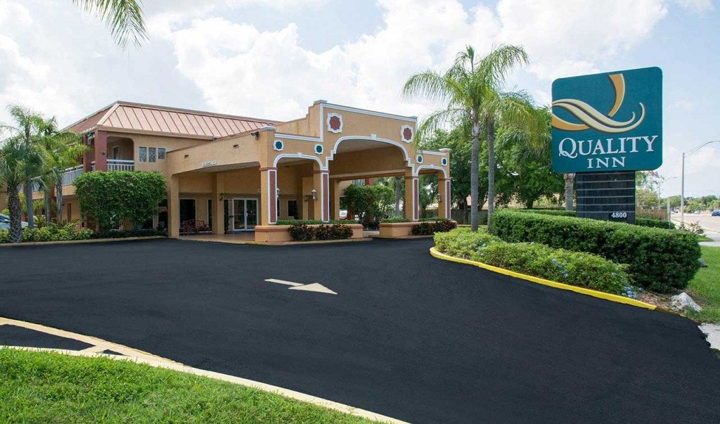 Quality Inn Sarasota North - Exterior