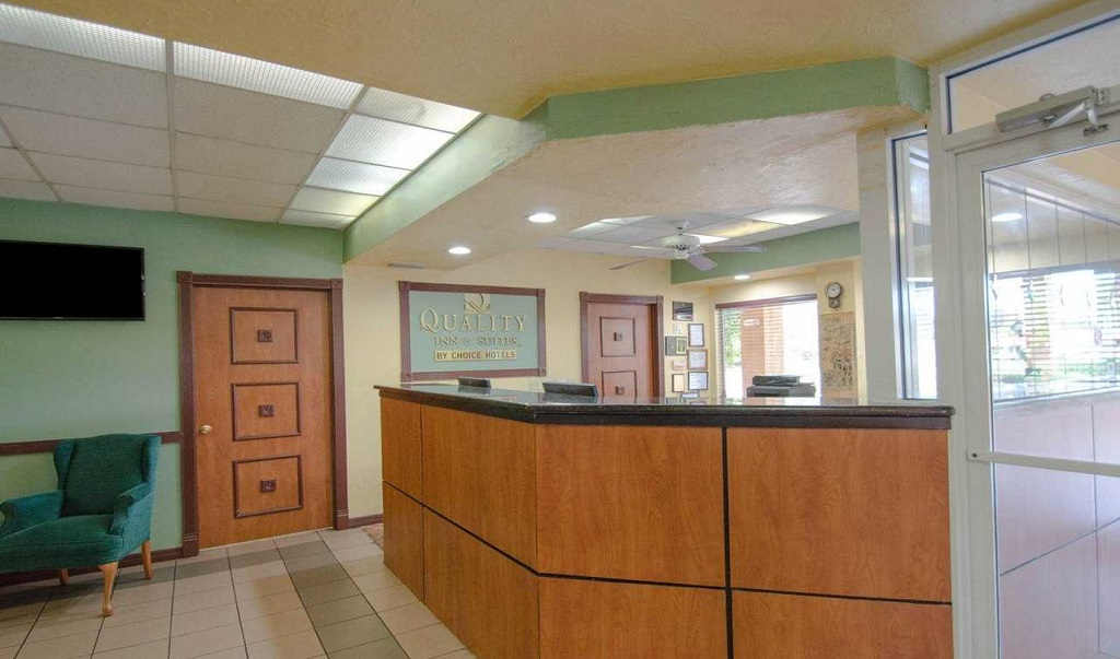 Quality Inn Sarasota North - Lobby