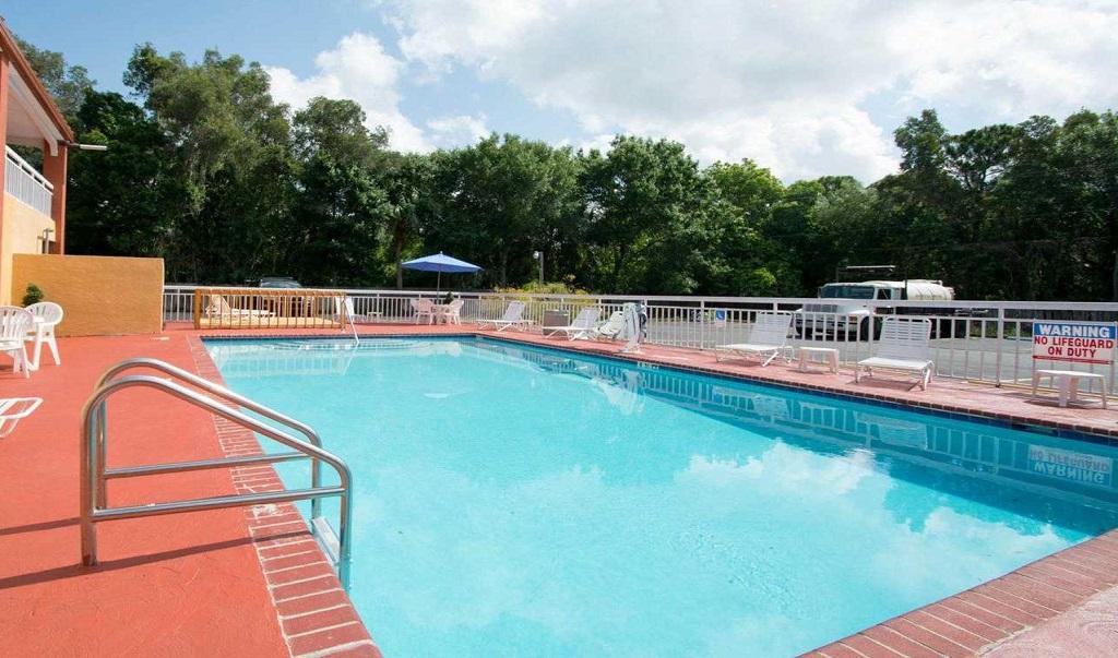 Quality Inn Sarasota North - Pool