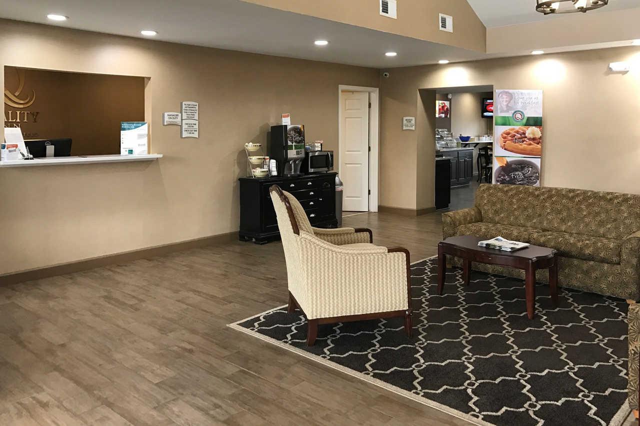 Quality Inn Seneca - Lobby