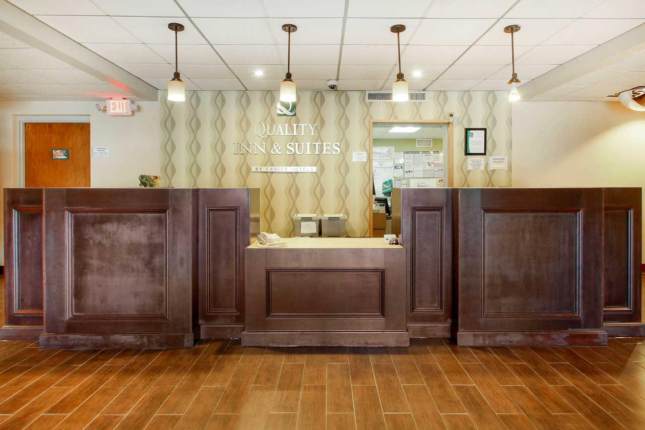 Quality Inn & Suites Beaver Dam - Front Desk