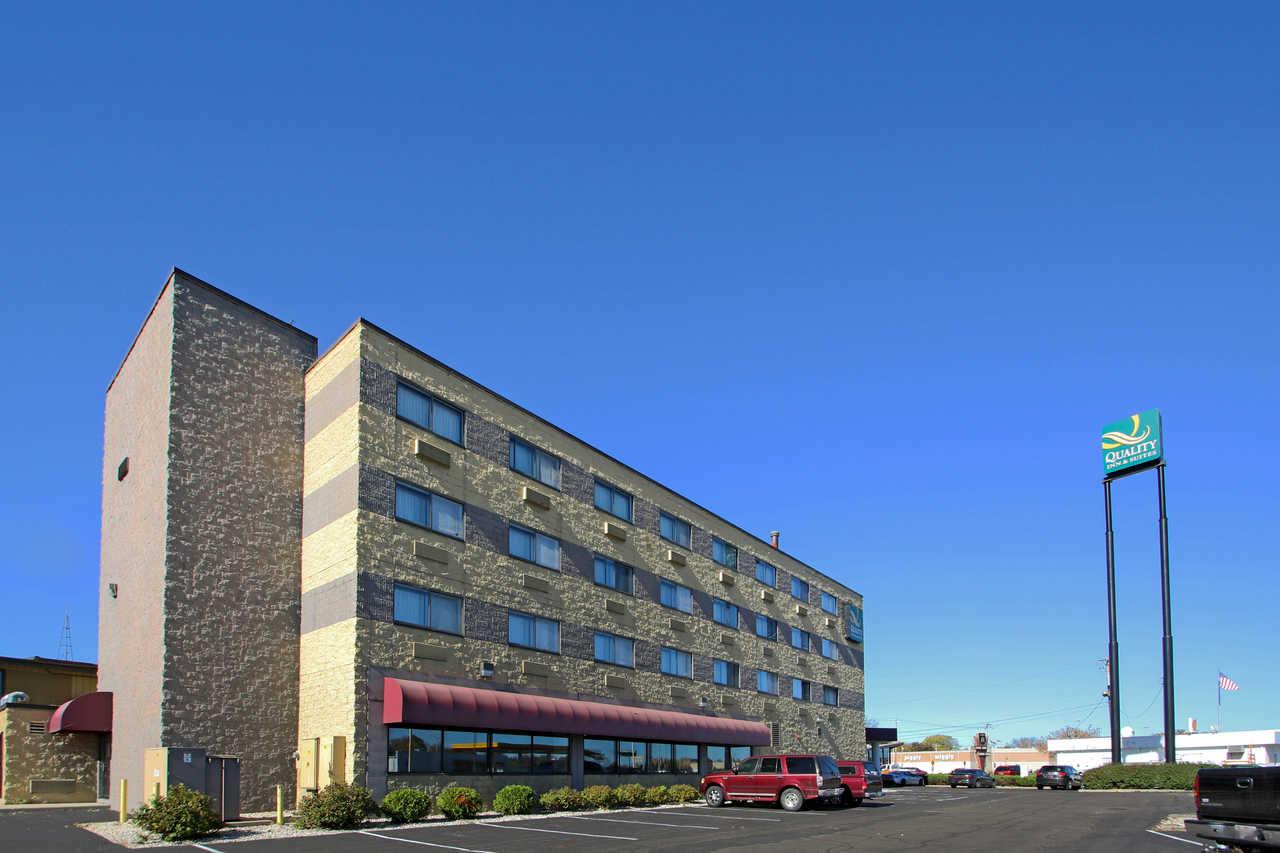 Quality Inn & Suites Beaver Dam - Hotel Exterior