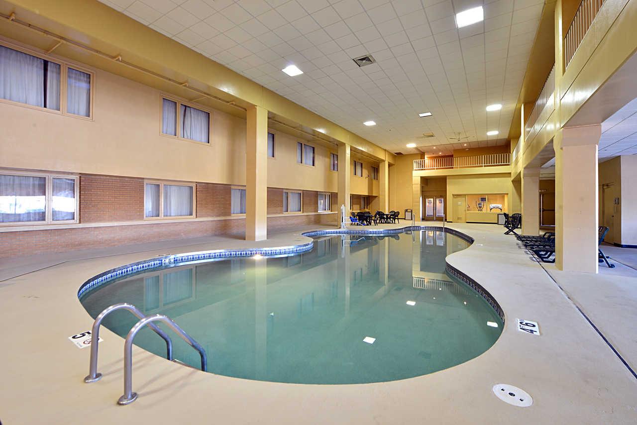 Quality Inn & Suites Beaver Dam - Indoor Pool