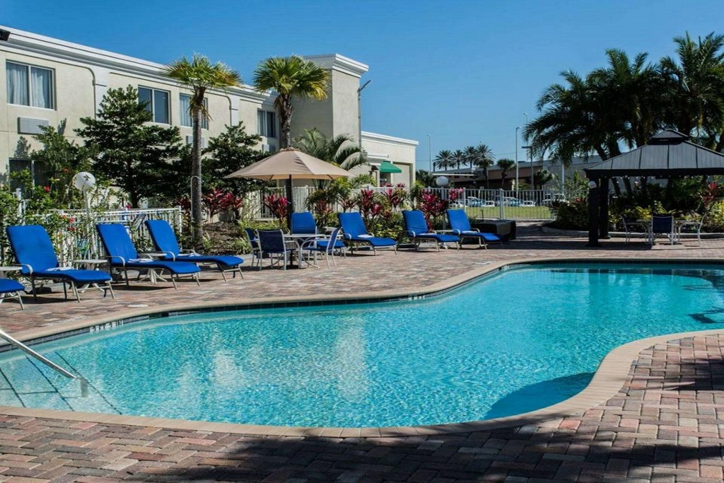 Quality Inn & Suites Ybor City - Outdoor Pool-2