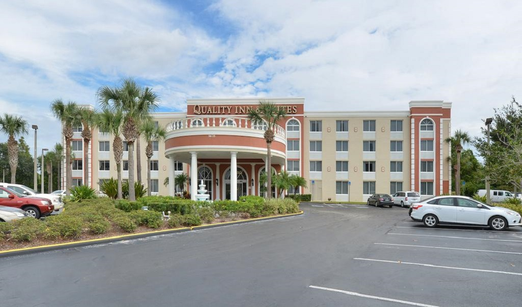 Quality Inn & Suites near Universal Studios - Exterior-1