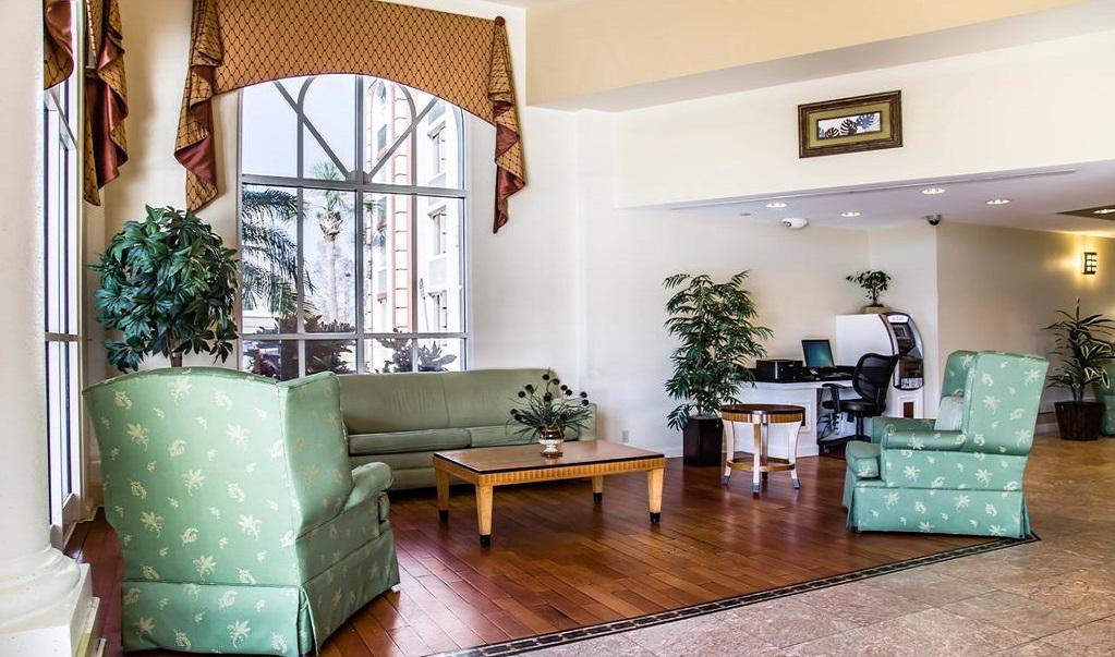 Quality Inn & Suites near Universal Studios - Lobby Lounge