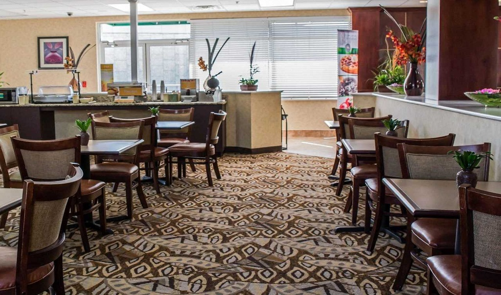 Quality Inn & Suites Near Fairgrounds Ybor City - Dining Area