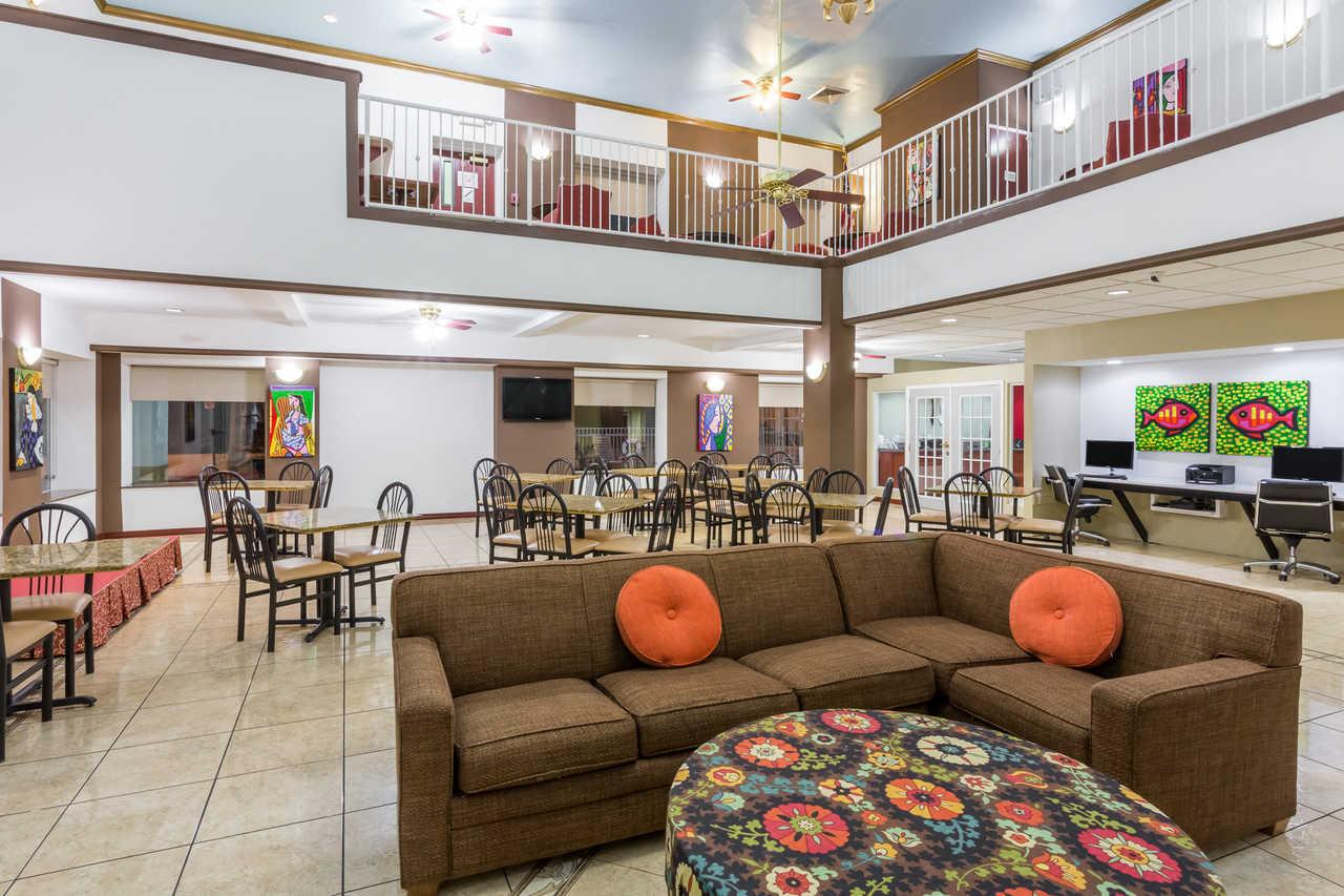 Quality Inn Zephyrhills - Lobby Area