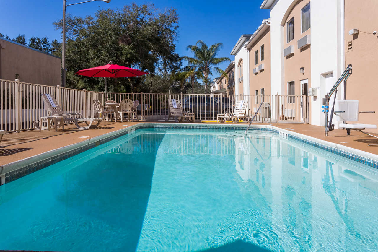 Quality Inn Zephyrhills - Pool