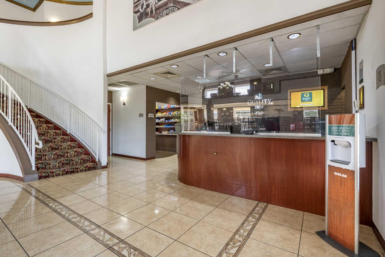 Quality Inn Zephyrhills - Lobby Area-1