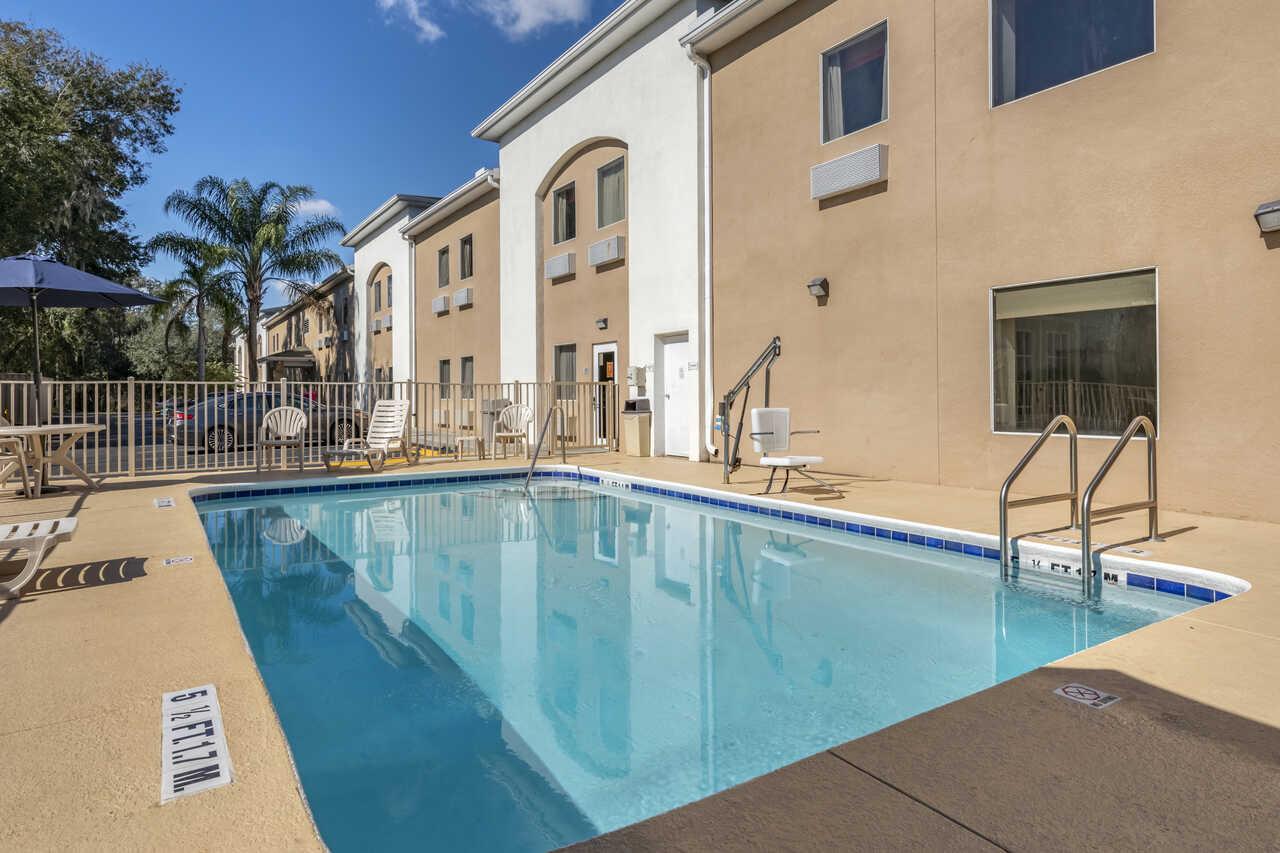 Quality Inn Zephyrhills - Outdoor Pool