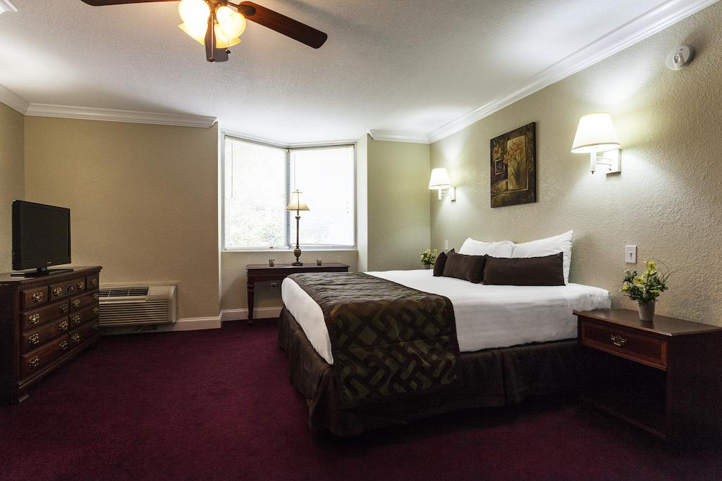 Reagan Resorts Inn - Single Bed