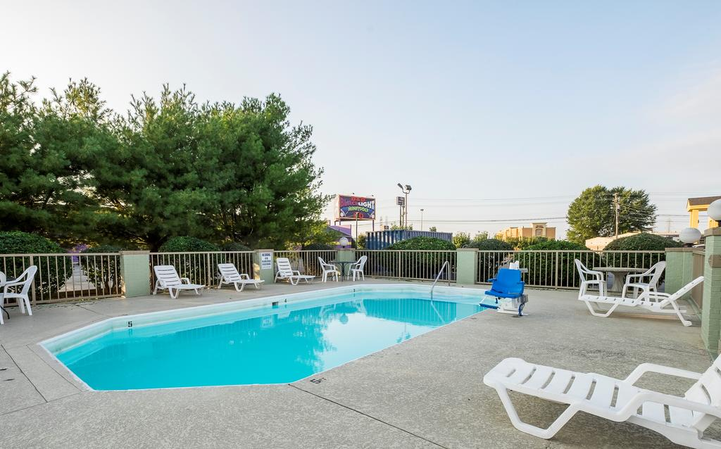 Red Roof Inn Clarksville - Pool