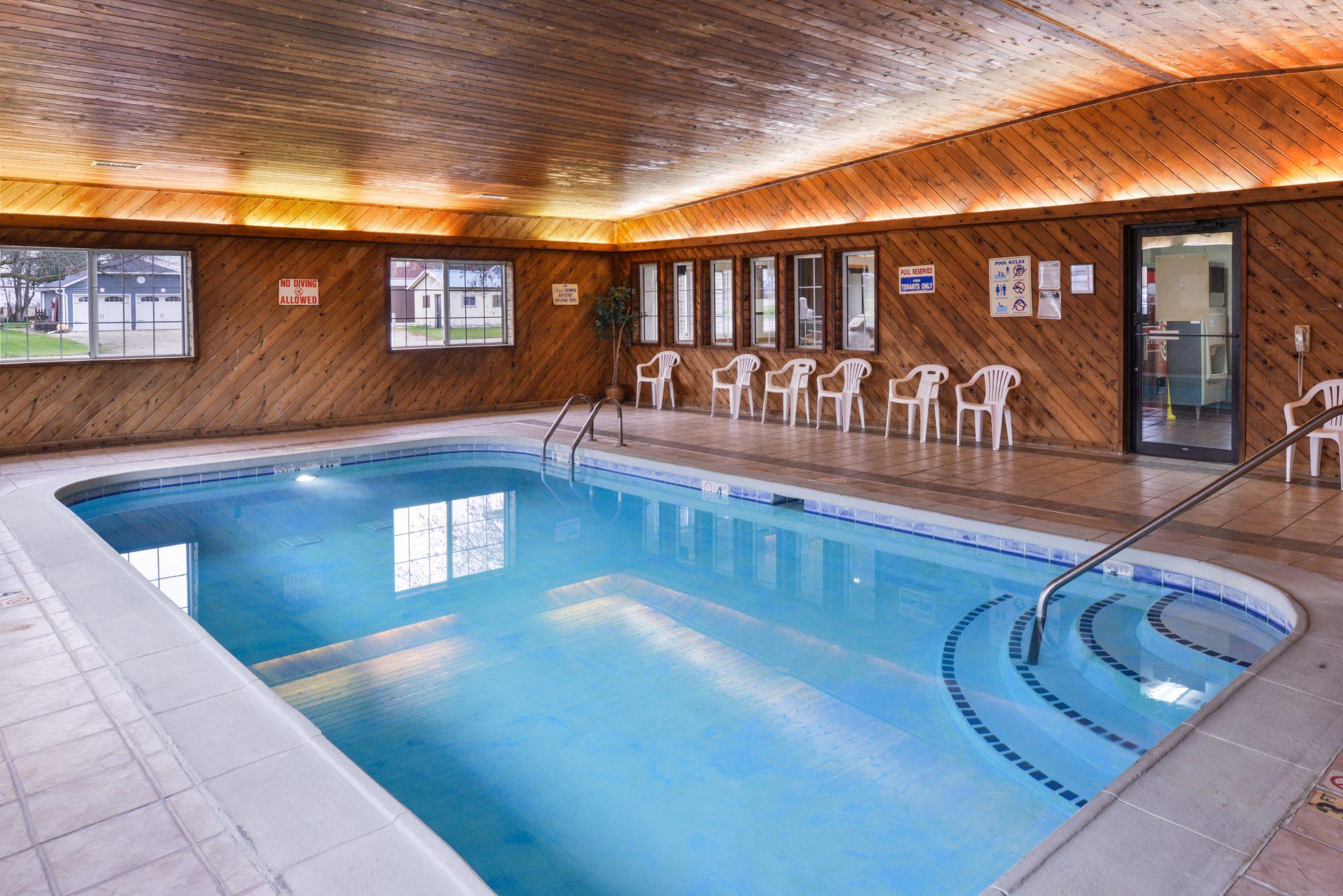 Americas Best Value Inn Geneseo - Indoor Pool
