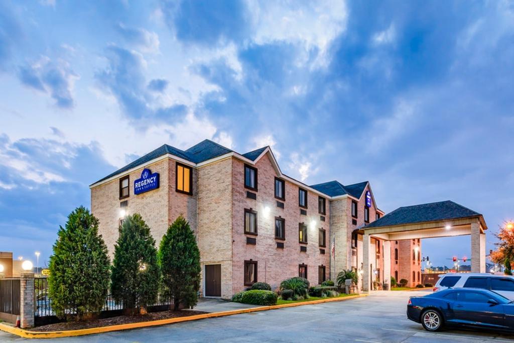 Regency Inn & Suites Biloxi - Exterior-1