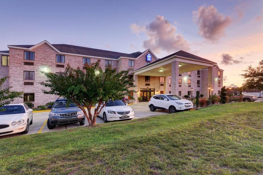 Regency Inn & Suites Biloxi - Exterior-2
