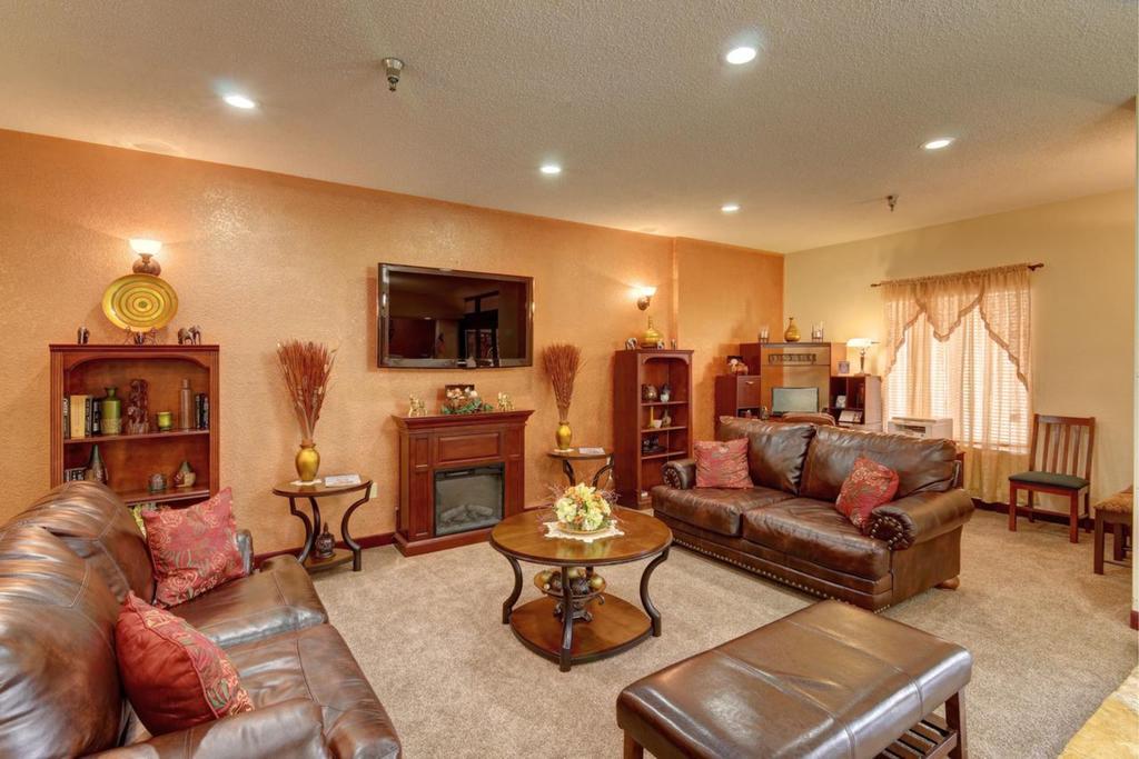 Regency Inn & Suites Biloxi - Lobby Area-1