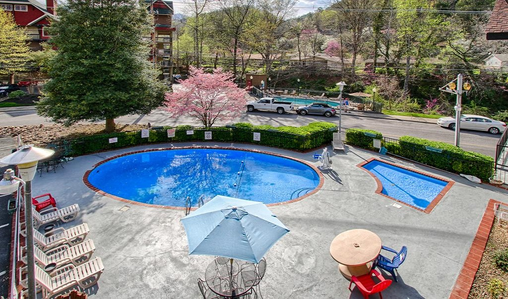 River Edge Motor Lodge Gatlinburg - Pool-1