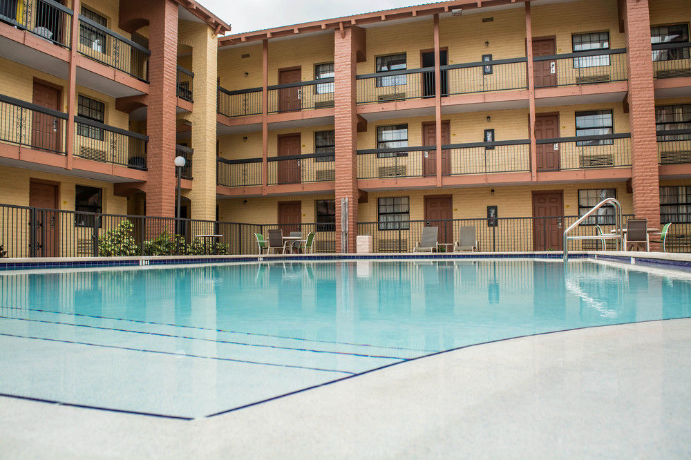 Rodeway Inn Near Ybor City Tampa - Pool