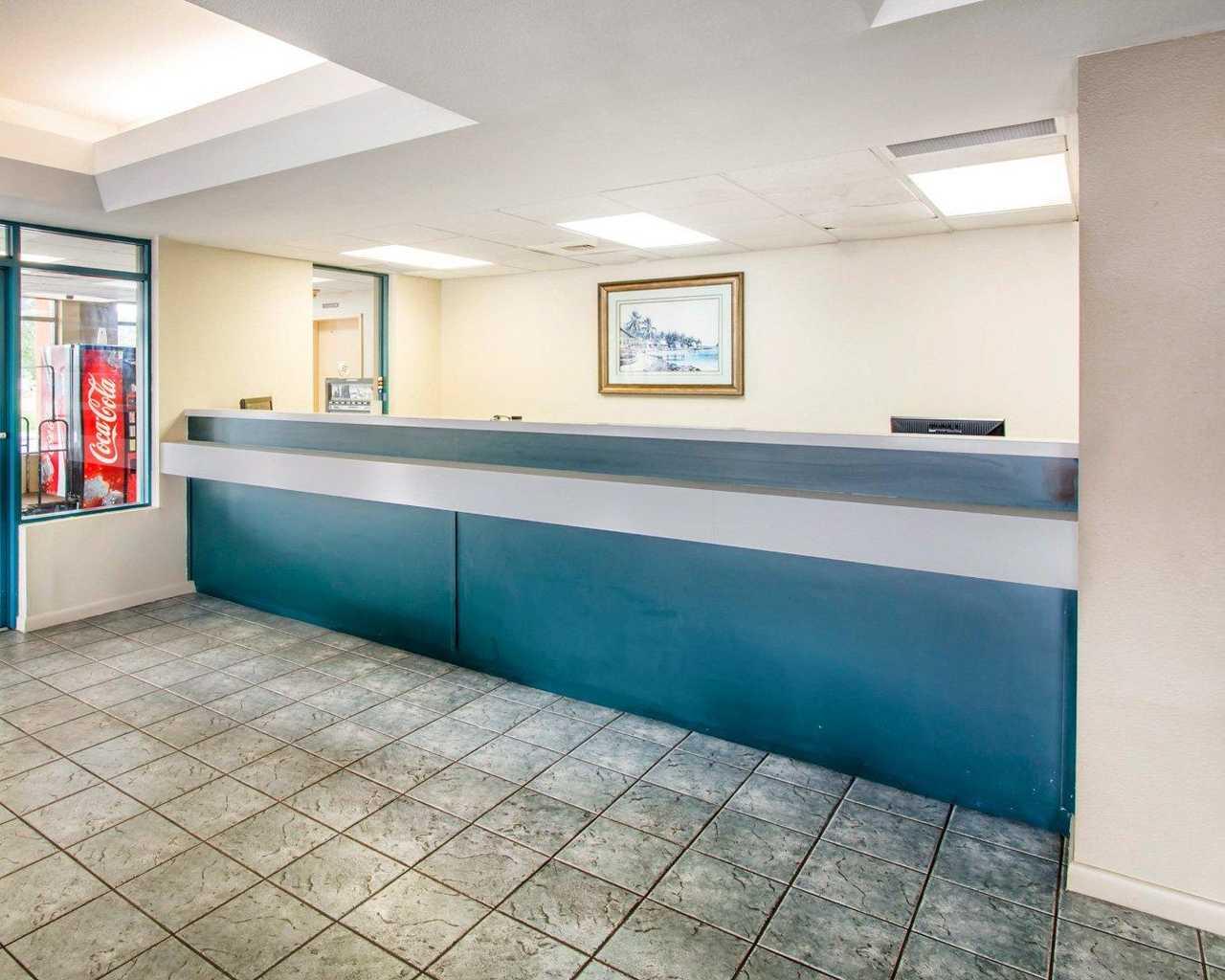 Rodeway Inn Wesley Chapel - Lobby-1