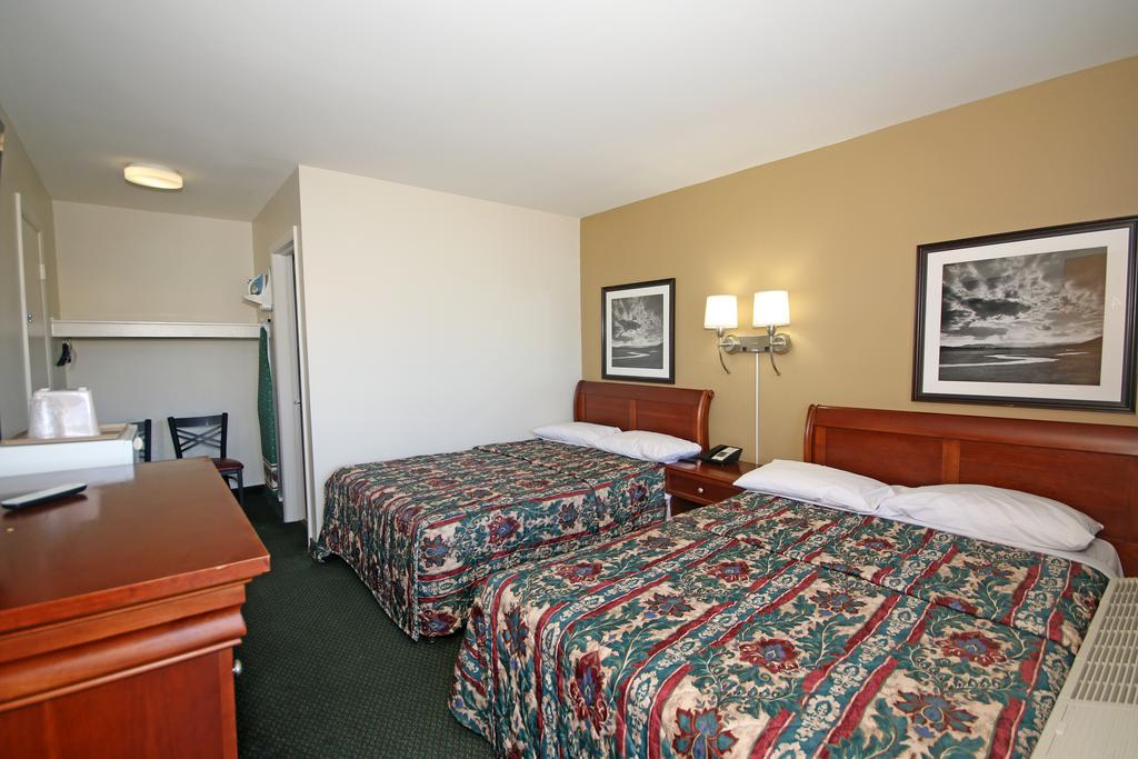 Royal Inn Charlotte Airport - Double Beds