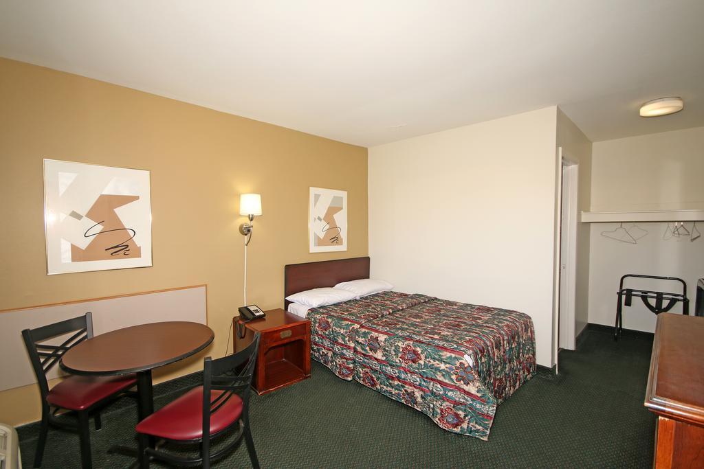 Royal Inn Charlotte Airport - Single Bed