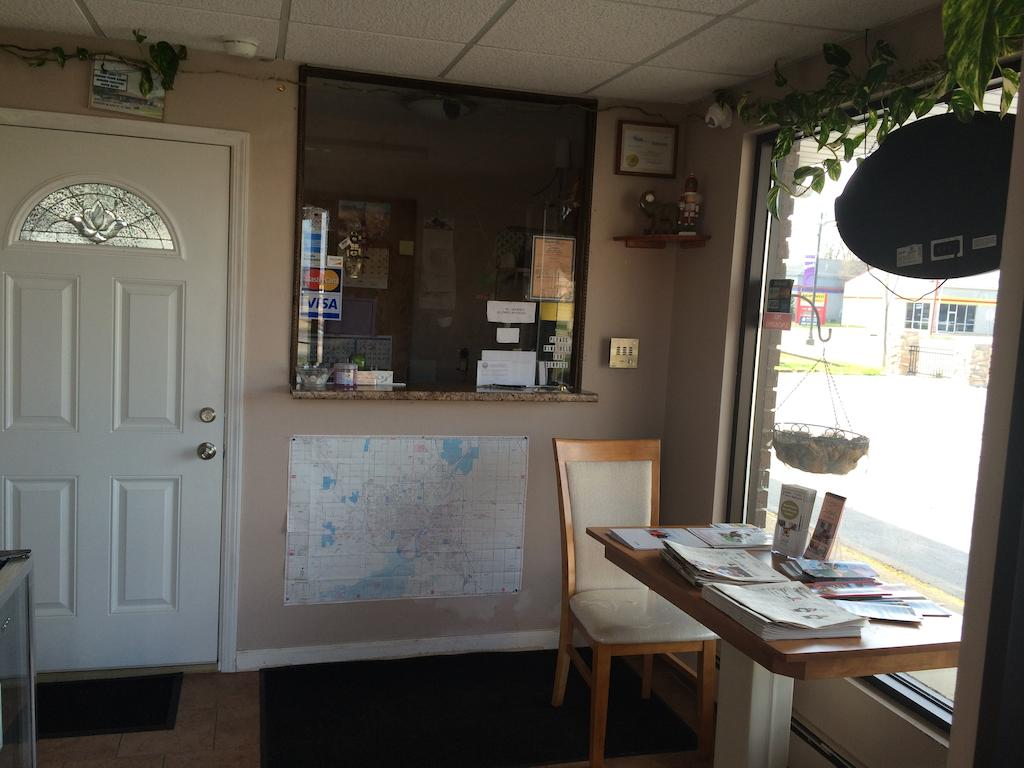 Sleep-Ees Inn Saginaw Shields - Reception