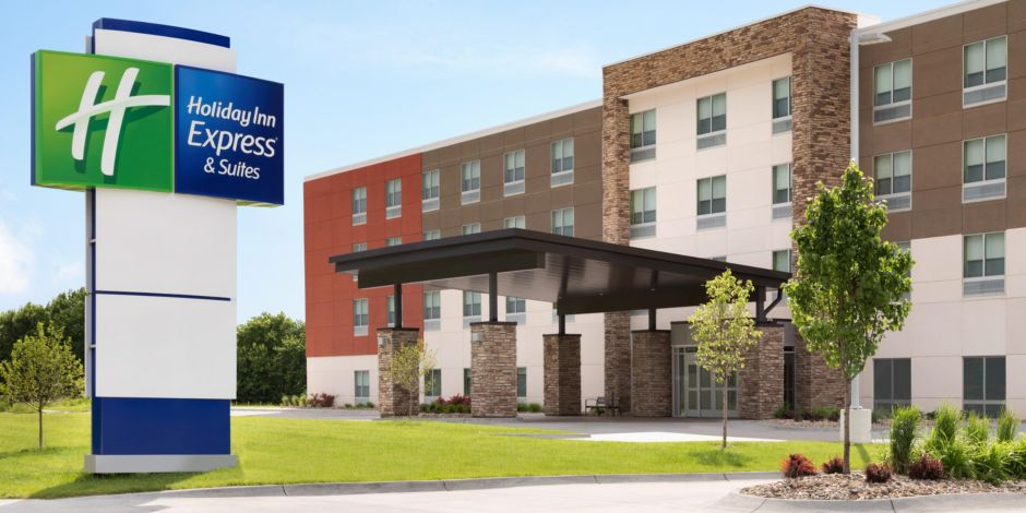 Holiday Inn Express & Suites Clear Spring - Exterior