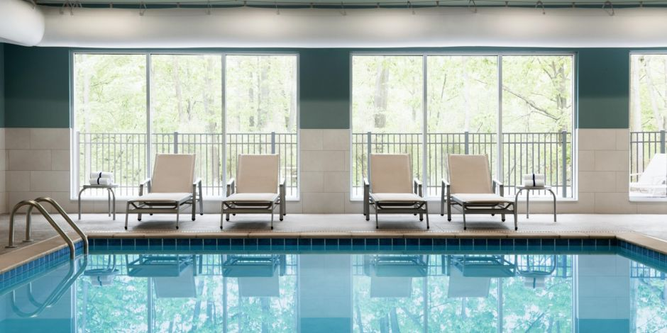 Holiday Inn Express & Suites Clear Spring - Indoor Pool