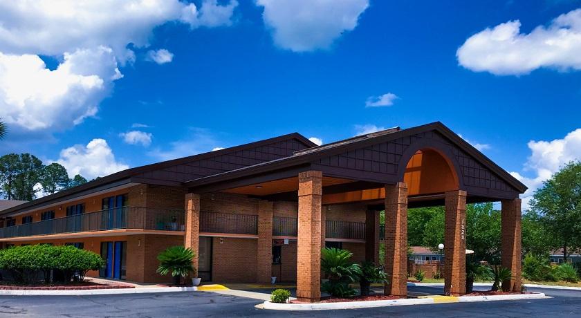 Super Value Inn Hotel - Exterior-1