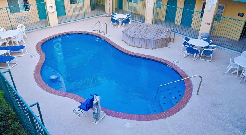 Texas Inn and Suites Rio Grande Valley - Pool